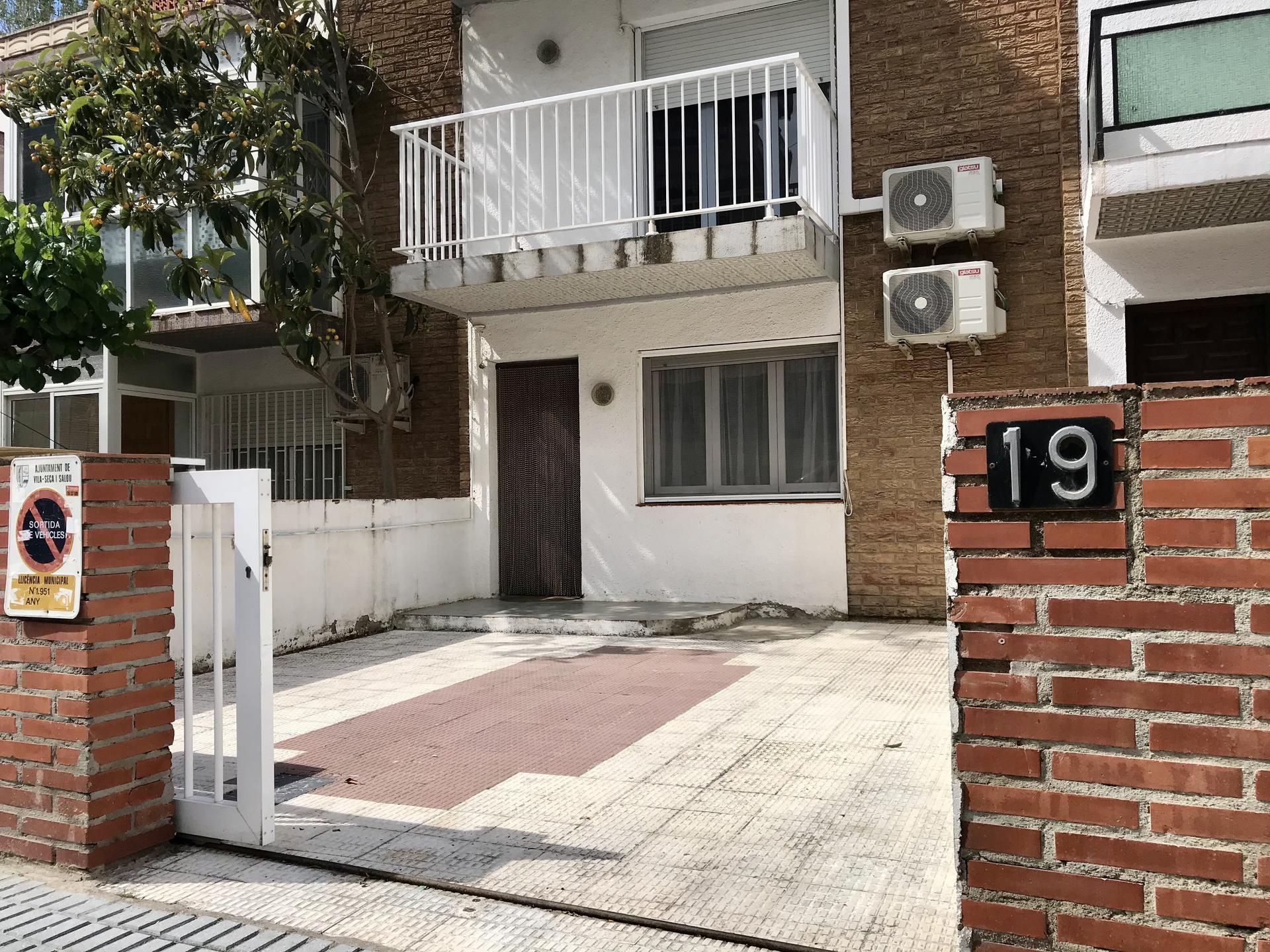 House -                                       La Pineda -                                       4 bedrooms -                                       7 persons